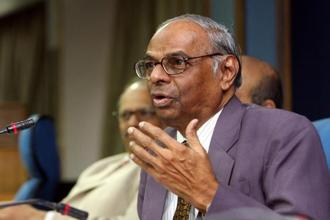 Former RBI governor C. Rangarajan refused to answer whether the RBI would consider the inflation rate while determining the policy review next month. Photo: HT