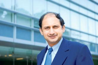 RBI deputy Viral Acharya said the transmission from policy repo rate to bank lending rates, which is the dominant transmission channel in India, has remained a matter of concern. Photo: Hemant Mishra/Mint