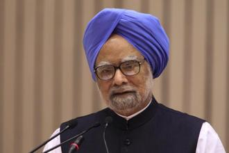Former prime minister Manmohan Singh cautioned that the soaring prices of the crude oil could 'hurt the fiscal system' of the country. Photo: Bloomberg