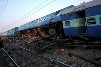 Thirteen coaches of the Goa-Patna Vasco Da Gama express derailed at 4.18am, soon after leaving the Manikpur railway station in Chitrakoot district. Photo: PTI