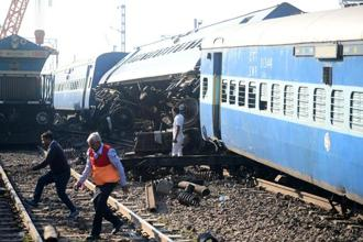 The derailed coaches of the Patna-bound Vasco Da Gama Express train seen near Manikpur railway station in Uttar Pradesh. Photo: AFP