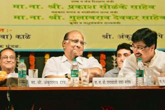 A file photo of NCP chief Sharad Pawar (left) and Congress leader Ashok Chavan. NCP has decided to back Congress'nominee Dilip Mane for the legislative council bypoll on 7 December. Photo: HT