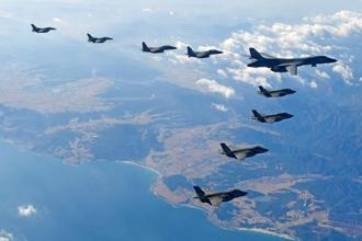 US Air Force B-1B bomber flies during a joint aerial drill called 'Vigilant Ace' between US and South Korea Wednesday. Photo: Reuters