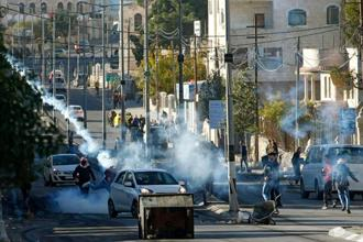 Palestinian protestors clash with Israeli forces near an Israeli checkpoint in the West Bank town of Bethlehem on Saturday, following the US president's decision to recognize the city of Jerusalem as the capital of Israel. Photo: AFP