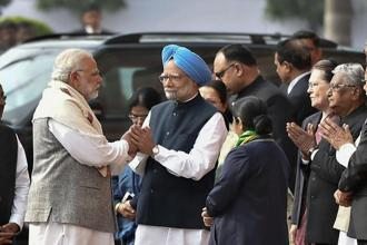 Manmohan Singh asserted that Narendra Modi 'is setting a dangerous precedent by his insatiable desire to tarnish every constitutional office, including that of a former prime minister and Army chief.' Photo: PTI