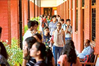 Unlike the school sector, where access is almost universal, the gross enrolment ratio (GER) in higher education is 24.5—meaning out of every 100 youths eligible for higher education, less than 25 are pursuing tertiary education. Photo: Hindustan Times