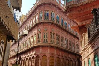 The grand facade of a Rampuria haveli. Photo: Charukesi Ramadurai