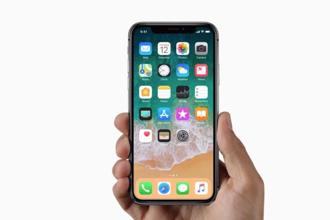 Apple iPhone X take the whole minimalistic bezel concept to new level.