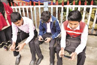 Between them, the top four telecom firms—Airtel, Vodafone India Ltd, Idea Cellular Ltd and Reliance Jio—control 67% of all subscribers. Photo: Indranil Bhoumik/Mint