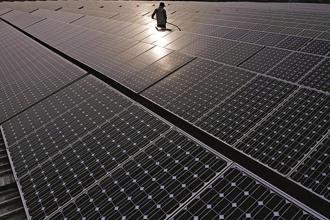 The government is looking to add 100GW of solar capacity and 60GW of wind capacity by 2022. Photo: Bloomberg