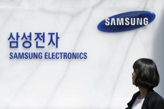 Samsung is spending more to boost sales of smartphones and other consumer products as it shares in the benefit of Apple screen orders and buoyant semiconductor prices. Photo: Reuters