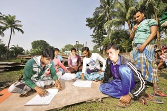 Villagers in Bhangar prepare posters to protest against acquisition of land for a power sub-station. Photo: Indranil Bhoumik/Mint