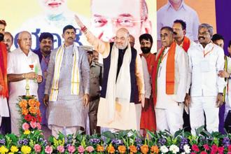 BJP president Amit Shah with Karnataka unit chief B.S. Yeddyurappa (left) and other leaders during the party's Parivarthan Yatra in Chitradurga near Bengaluru on Wednesday. Photo: PTI