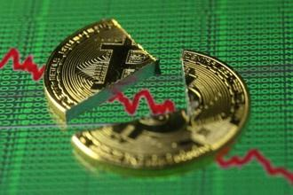 Bitcoin's rise dwarfed the Nasdaq Composite Index's gain during the headiest days of the 1990s. Photo: Reuters