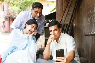 (From left) Sonam Kapoor, R. Balki and Akshay Kumar on the sets of 'PadMan'.