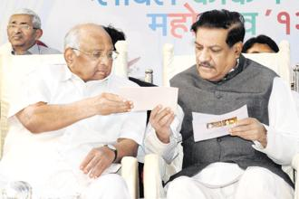 A file photo of NCP chief Sharad Pawar with Congress leader and former Maharashtra CM Prithviraj Chavan. The two leaders have been invited to participate in the silent march. Photo: HT