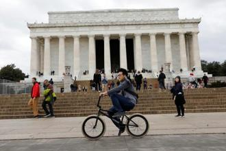 Many more Americans will begin feeling the repercussions of a shutdown that officially began Saturday after most government offices stopped work for the weekend. Photo: Reuters