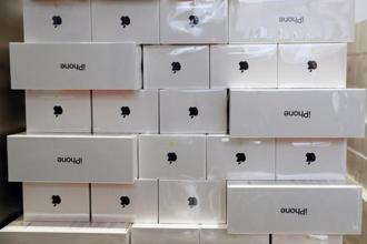 Within days of government hiking the customs duty on mobile phones, tech major Apple has raised prices of the iPhone by up to Rs3,210 across various models. Photo: Reuters