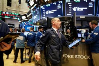 Although US stocks bounced back, an extended period of volatility is still predicted and it could even intensify the drop in share prices. Photo: Reuters