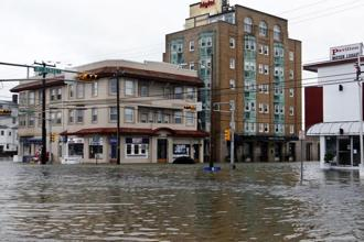 The global sea level is not rising at a steady rate, it is accelerating a little every year, according to a new assessment based on 25 years of satellite data. Photo: AP