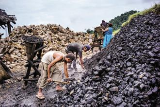 An official statement called the cabinet move 'the most ambitious coal sector reform since the nationalization of this sector in 1973'. Photo: Bloomberg