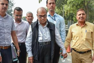 CBI produces Rotomac owner Vikram Kothari (centre) and his son Rahul Kothari (left) at the Patiala House court in New Delhi on Friday. Photo: PTI