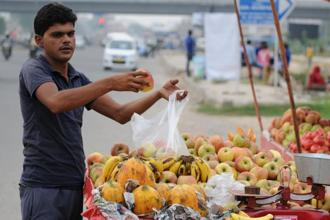 In Jammu and Kashmir, for example, shopkeepers and vegetable sellers still pack goods in plastic carrier bags before handing them over to customers. Photo: Hindustan Times