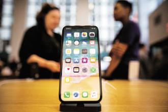 Apple move to unveil a 6.5 inch iPhone is aimed in part at emerging markets such as India and China, markets where its biggest rival Samsung is a major player. Photo: Bloomberg