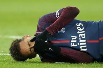 Neymar suffered the injury, as well as a twisted ankle, in an innocuous looking incident towards the end of Sunday's 3-0 league victory over bitter rivals Marseille. Photo: Reuters