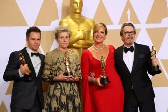 Oscar winners Sam Rockwell, Frances McDormand, Allison Janney and Gary Oldman (L to R) pose backstage. Photo: Reuters