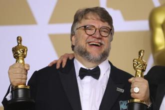 Guillermo del Toro poses with the Best Director Oscar and the Best Picture Oscar for 'The Shape of Water'. Photo: Reuters