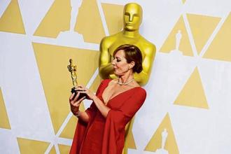 Allison Janney poses with her award at the 90th Academy Awards. Photo: Reuters