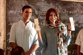 Akshay Kumar and Sonam Kapoor in 'PadMan'.