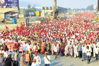Farmers under the aegis of the Left-affiliated Akhil Bharatiya Kisan Sabha march into Mumbai on Sunday. The march to highlight farm distress started from Nashik on Wednesday.