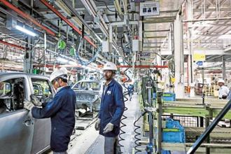 Net profit of manufacturing companies declined by 2.4% in the third quarter, RBI says adding that lack of support from other/non-operating income resulted in lower net profits for the sector. Photo: Bloomberg