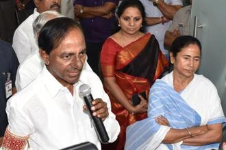 Telangana CM K. Chandrasekhar Rao with his West Bengal counterpart Mamata Banerjee during a press meet at Nabanna on Monday. Photo: Indranil Bhoumik/Mint.