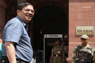 A file photo of Santosh Hegde. In a scathing write-up,which has gone viral in the social media, the former Karnataka Lokayukta, sought to know from Siddaramaiah when he would divide himself as Sidda and Ramaiah. Photo: Hindustan Times