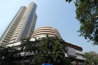 The Sensex shrugged of its early losses, with IT and telecom stocks leading the recovery, and touched high of 33,102.74. Photo: Hemant Mishra/Mint