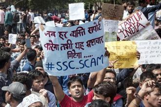 Job aspirants have been protesting since 27 February, seeking a CBI investigation into the alleged SSC paper leak. The examination is an online test and is held to fill clerical posts in government offices. Photo: PTI