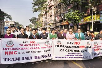 Members of IMA and West Bengal Medical Council in a protest march in Kolkata on 2 January, 2018. The NMC bill proposes to allow practitioners of alternative medicines to practice modern medicine once they complete a 'bridge course'. Photo: Indranil Bhoumik/Mint