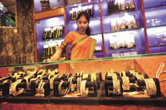 Gold hits one-month high on positive global cues