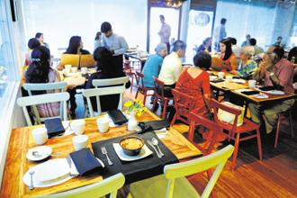 In a bid to prevent profiteering, the government cut GST rate on restaurants to 5% and withdraw input tax credit for those in that slab. Photo: Pradeep Gaur/Mint