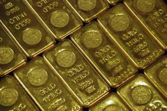 Spot gold was almost unchanged at $1,332.46 an ounce as of 9am. Prices hit a more than two-week low of $1,321.16 an ounce on Friday before closing 0.5% higher. Photo: Reuters