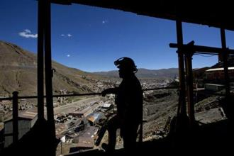 A miner looks from outside the tin mine of Huanuni, Bolivia, Wednesday, 11 April, 2018. Photo: AP