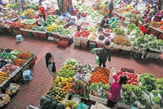 Wholesale food prices in March fell 0.07% year-on-year, compared with a 0.07% rise a month earlier, data showed. Photo: Reuters
