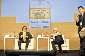 Cricketer Sachin Tendulkar in conversation with sports writer Ayaz Memon at the MintAsia-Hindustan Times Leadership Summit in Singapore.