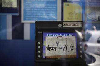 A 'No Cash' sign is stuck on an ATM machine on 18 April 2018. Patna has nearly 1,500 ATMs of different banks and majority of them are not operating due to shortage of currency. Photo: PTI