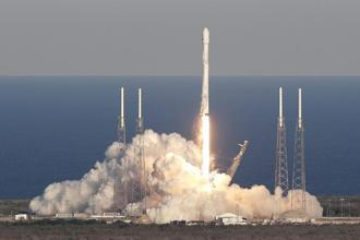 A SpaceX Falcon 9 rocket transporting the Tess satellite lifts off from launch complex 40 at the Cape Canaveral Air Force Station in Cape Canaveral, Florida on 18 April, 2018. Photo: AP