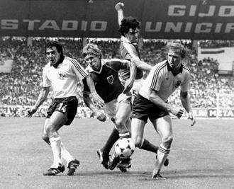 German players Felix Magath (left) and Horst Hrubesch (right) fight for the ball in their match against Austria in Gijón, Spain, on 25 June 1982. Photo: AFP