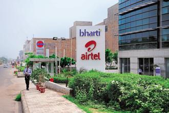 Airtel's consolidated revenue dropped to Rs19,634.3 crore in the March quarter from Rs21,934.6 crore in the year earlier. Photo: Pradeep Gaur/Mint